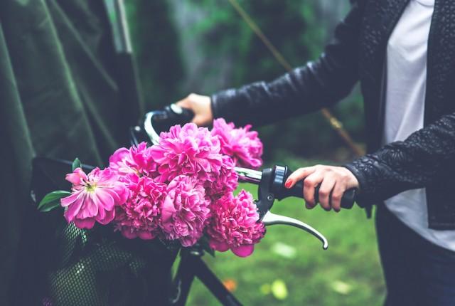 kaboompics.com_Bike with flower basket copy